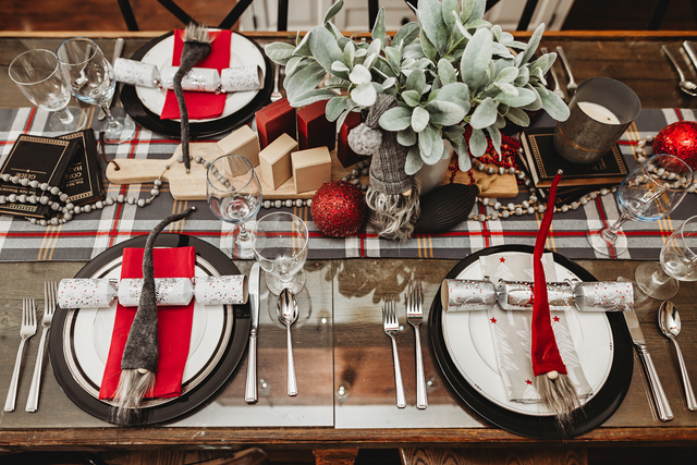 christmas tablescape centerpiece